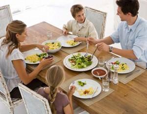 family-eating-egg