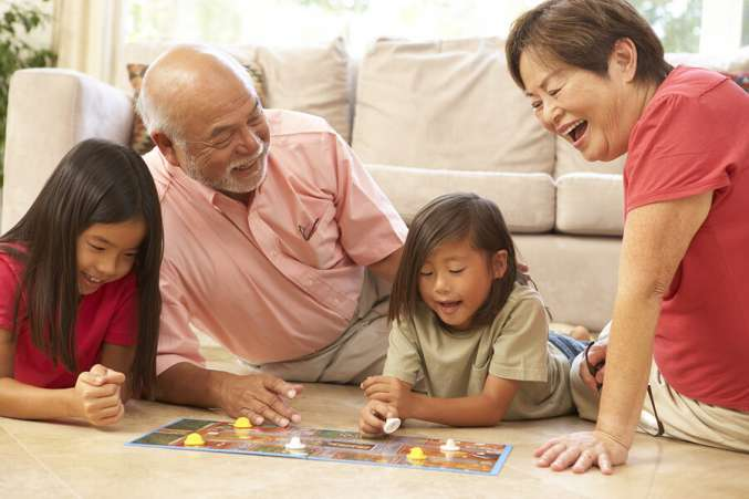 grandparents_grandkids_playing_board_game